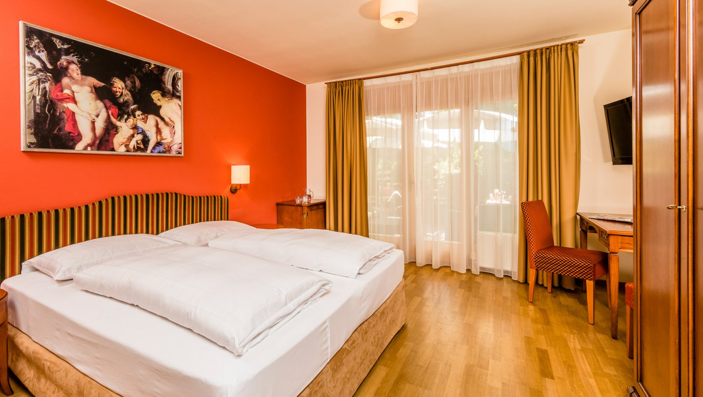 Double room with balcony terrace hotel bressanone for Balcony terrace